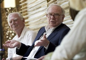 Warren Buffet (center) addresses a business gathering last week.